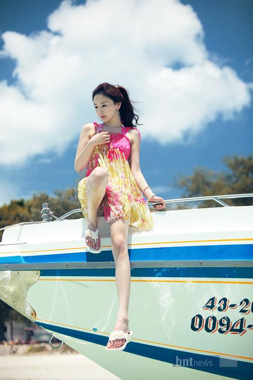 e56afb545cf 화보] '아카 스타 페스티벌' 한소영, 배 위에서 새초롬한 소녀 같은 ... 출처: http://nimg.nate.com /orgImg/hk/2011/06/04/ef15391067e9ac2a399896e6a89f41f4.jpg