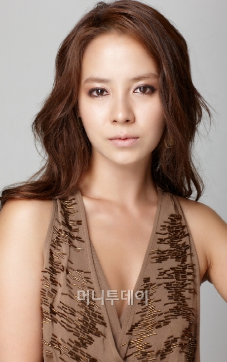 News] Song Ji Hyo transfers agencies, signs with C-JES Entertainment.