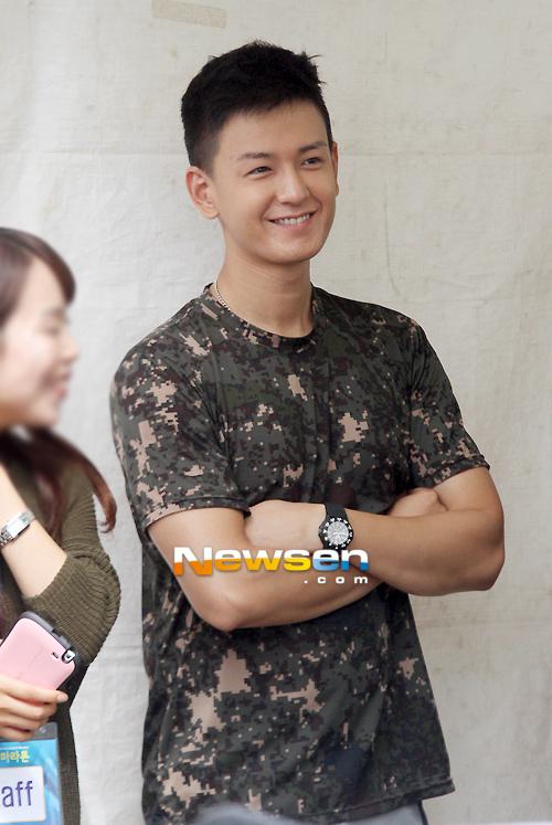 In the military - Tin tức về anh Hwan trong thời gian nhập ngũ 201209151230092010_1