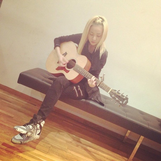 Sandara Park guitar