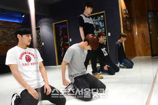 5人組ボーイズグループマイネームが4日午前、ソウル龍山区漢南洞にある練習室で日本公演のための練習に汗を流している。/ナムユンホ記者