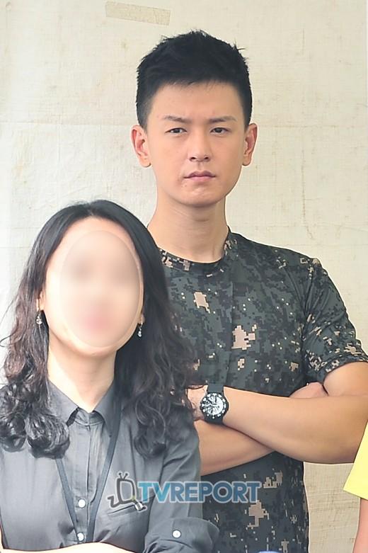 In the military - Tin tức về anh Hwan trong thời gian nhập ngũ 20120915_1347679790_40964200_1