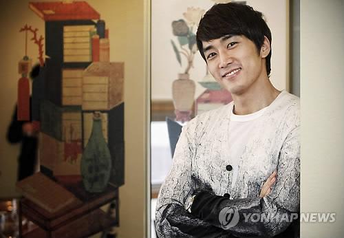 [27.02] Song Seung Hun (My Princess) pour Yonhap News PYH2011022601810001300_P2